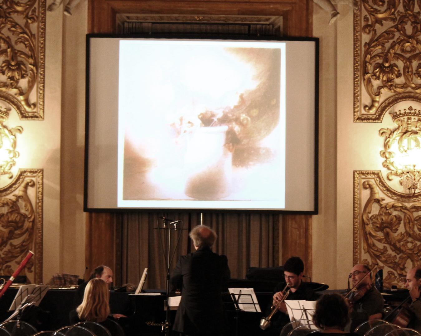 Mauro Ceccanti dirige il CE con Roberto Fabbriciani e Giancarlo Cardini nella Sala degli Specchi di Palazzo Medici Riccardi