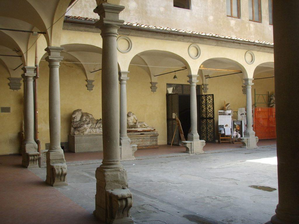 1280px-Accademia_di_Belle_arti,_cortile_01